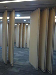 pemasangan penyekat ruangan, partisi peredam di Bank BNI sudirman jakarta pusat